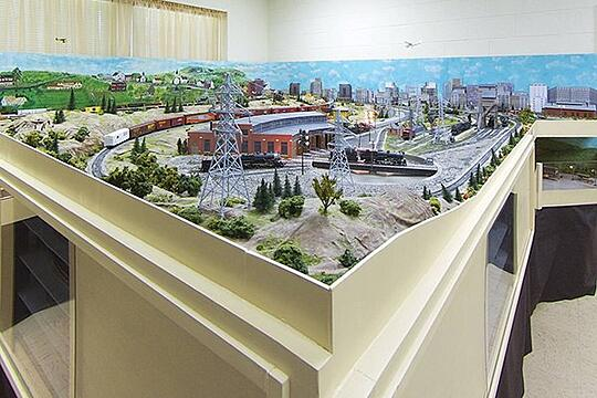 Model_Railroad_Set2_QV.jpg