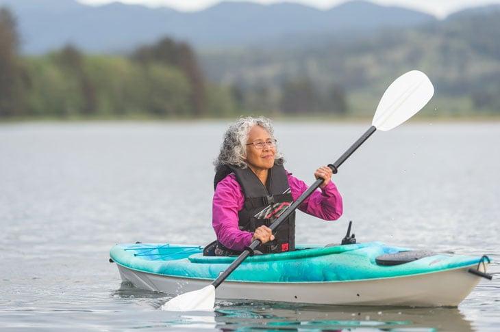Independent-senior-woman-kayaking