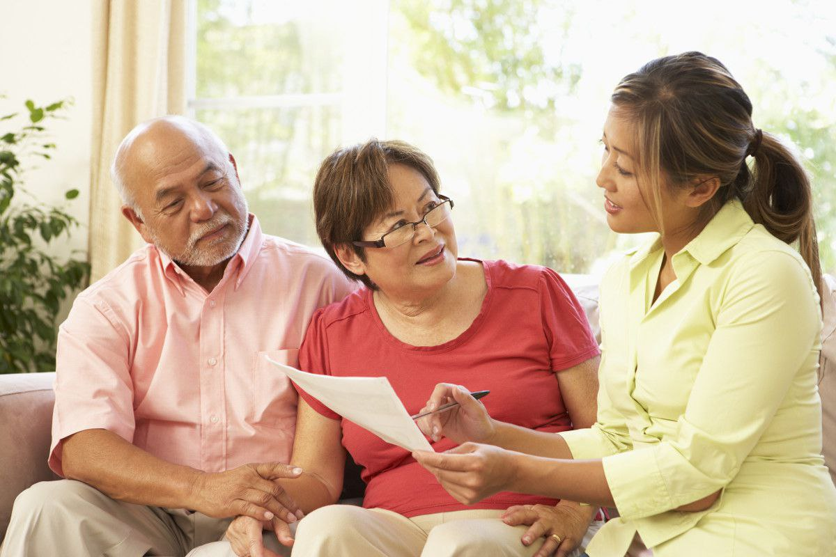 things to share with your aging loved one before they visit a community
