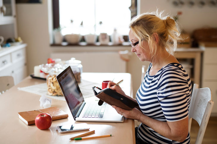 caregiver-creating-a-senior-routine