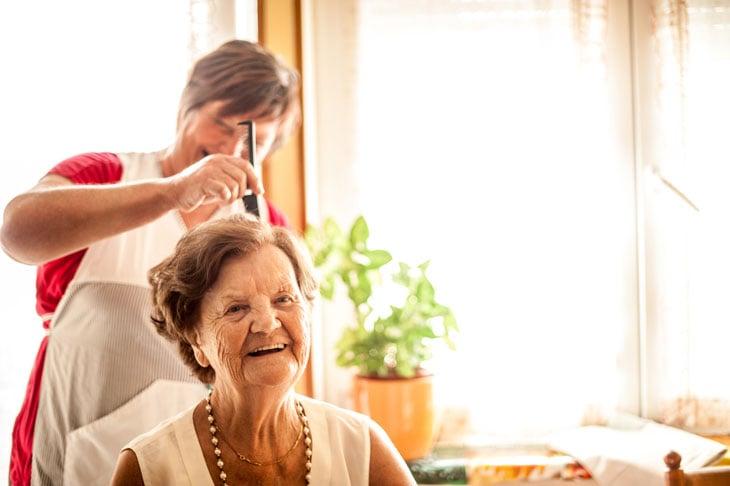 salon-amenity-at-senior-living-community