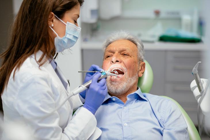 senior-dental-health-visit-the-dentist