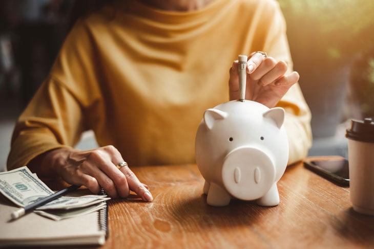 senior-saving-money