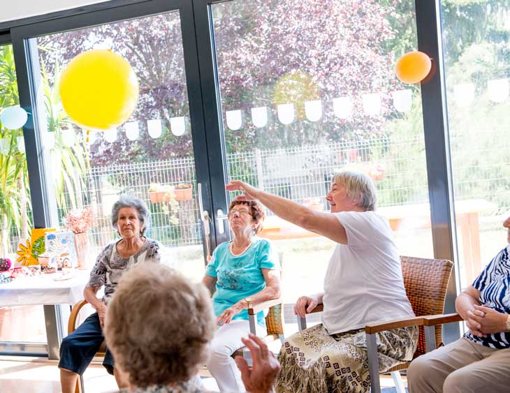 seniors-participating-in-occupational-therapy